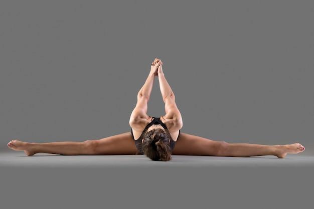 Postura del yoga de upavishtha konasana