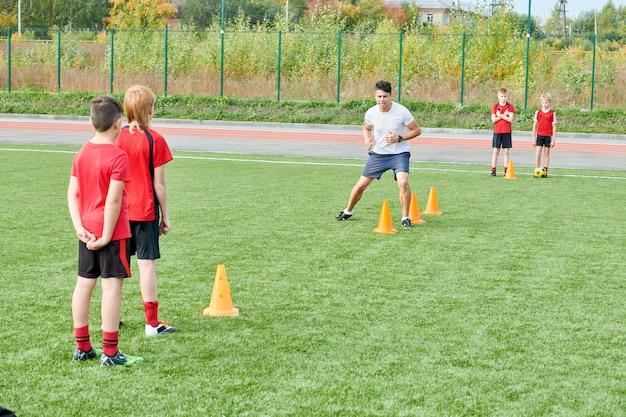 Práctica de fútbol al aire libre