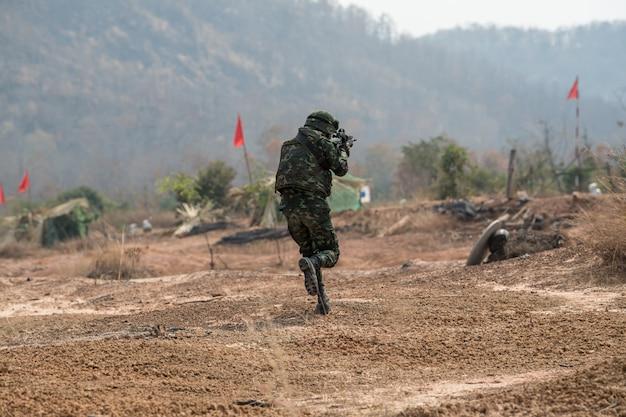 Práctica de soldado para patrullar