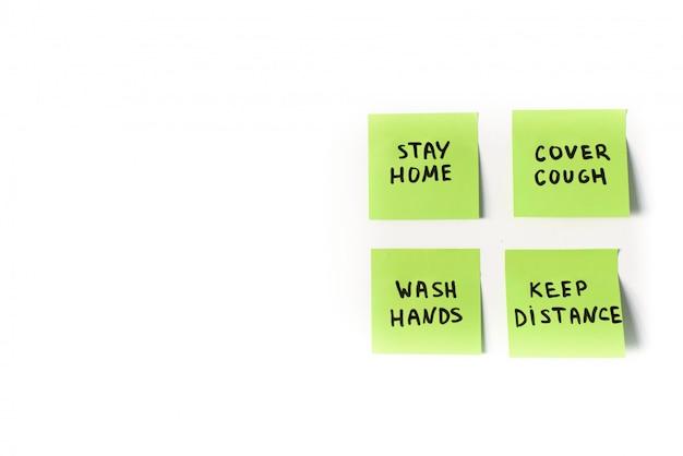 Precauciones oficiales y medidas preventivas a seguir en notas adhesivas aisladas sobre fondo blanco.