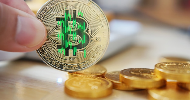 El precio de bitcoin sube. moneda criptográfica