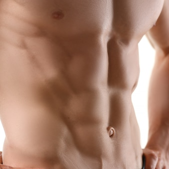 Prensa masculina fuerte gracias a la dieta y constante