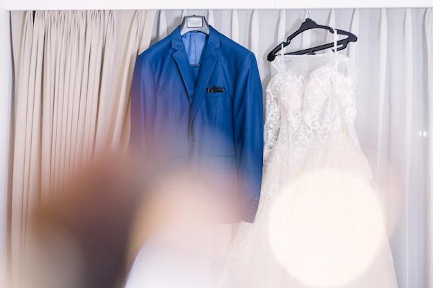 Preparación de los accesorios de novia y del novio para casarse concepto.