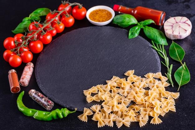 Preparación de sabrosa pasta fresca con verduras.
