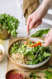 Preparando la idea de una receta a base de plantas