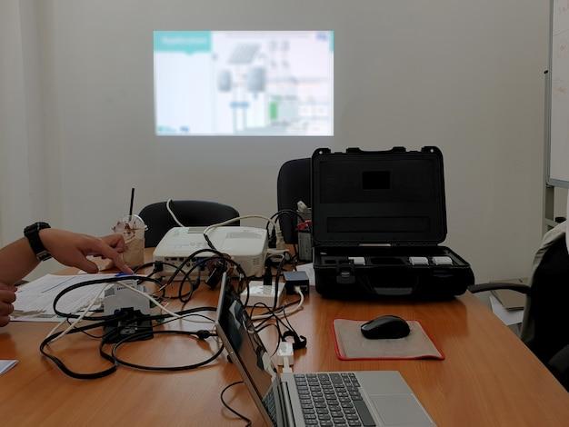 Presentación de formación en la sala de reuniones