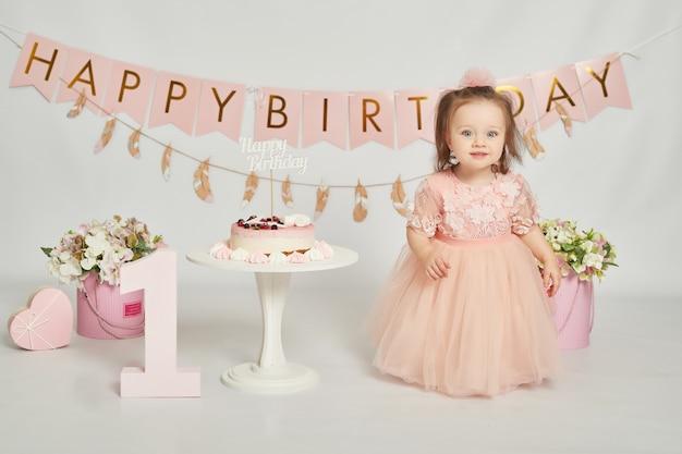 Primer cumpleaños niñas, decoración en colores rosados