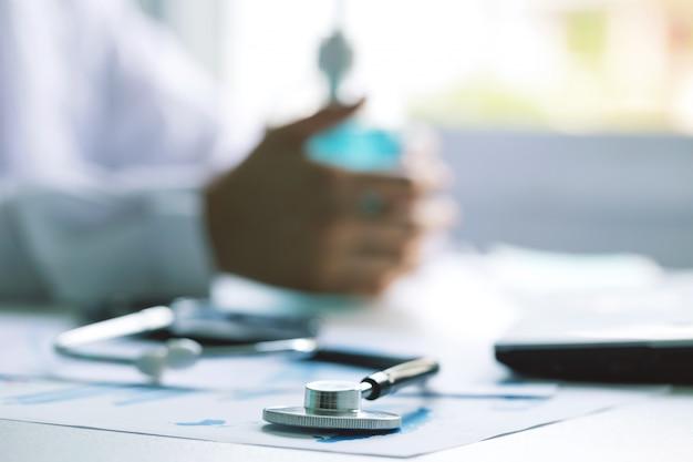 Primer estetoscopio para chequeo médico