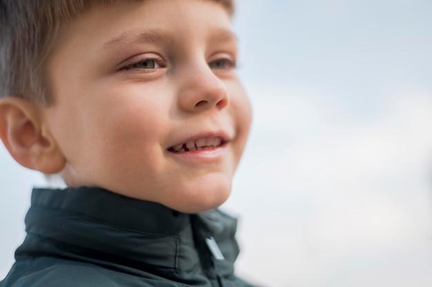 Primer niño sonriente