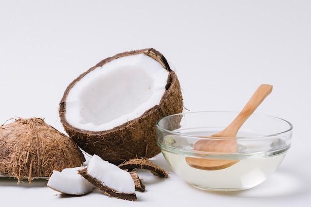 Primer plano de aceite de coco transparente