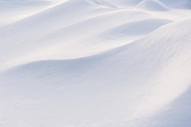 Primer plano de la acumulación de nieve de invierno