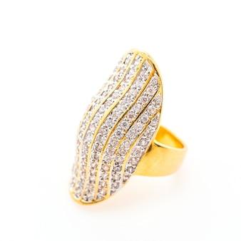 Primer plano de anillo de lujo