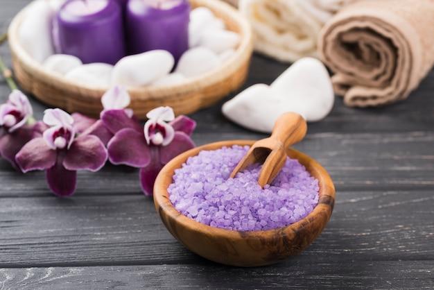Primer plano aromaterapia spa sal y orquídea
