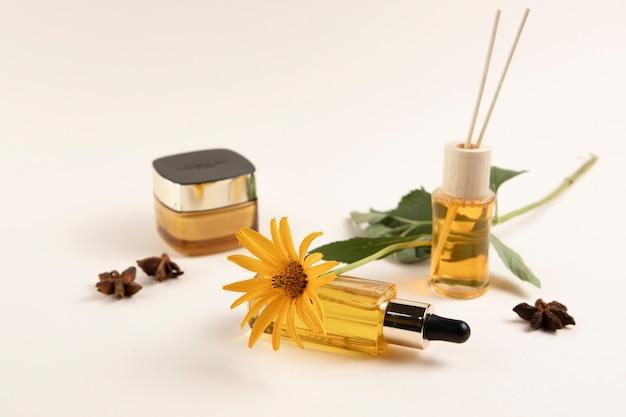 Primer plano de arreglo de cosméticos premium