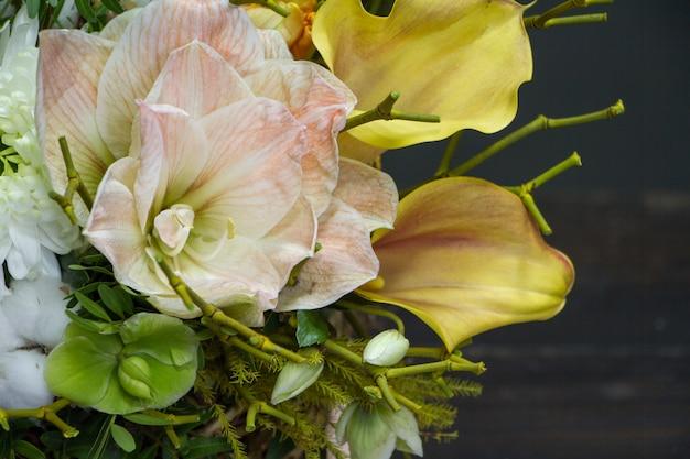 Primer plano de arreglo floral