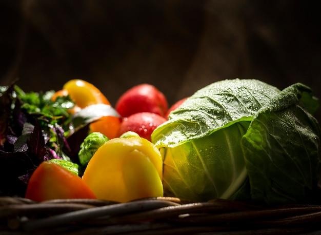 Primer plano de arreglo de verduras otoñales