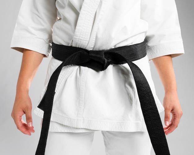 Primer plano de artes marciales de cinturón negro
