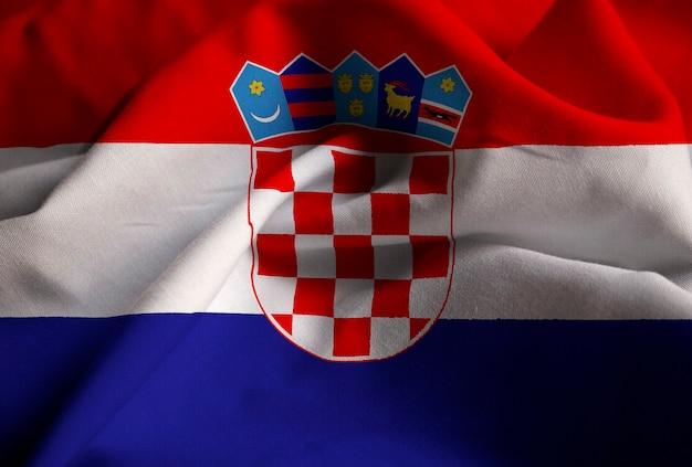 Primer plano de la bandera con volantes de croacia, bandera de croacia soplando en el viento