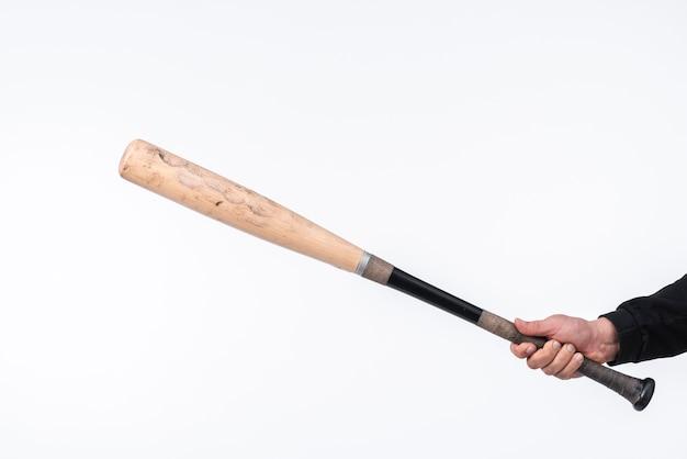 Primer plano de un bate de béisbol con espacio de copia