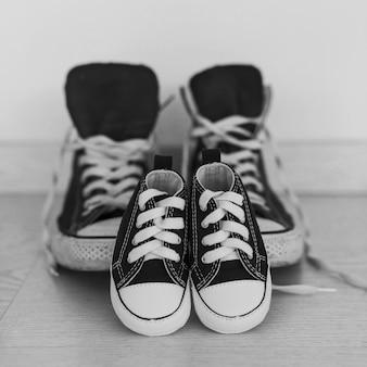 Primer plano de calzado azul oscuro