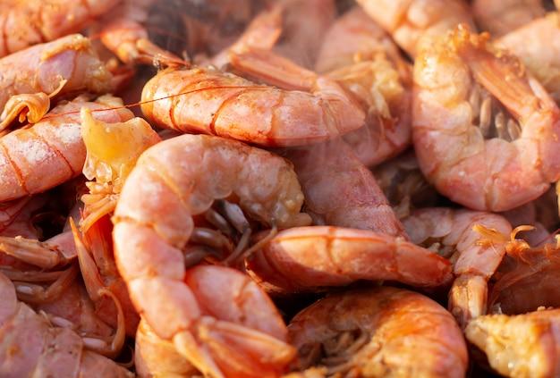 Primer plano de camarones a la parrilla