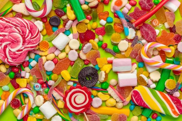 Primer plano de caramelos mezclados