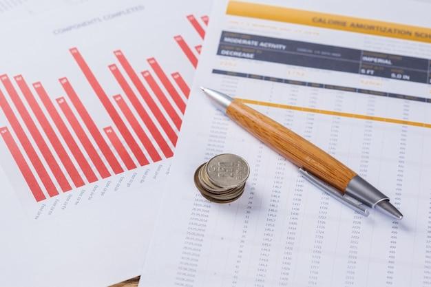 Primer plano de una carta financiera de negocios con barra