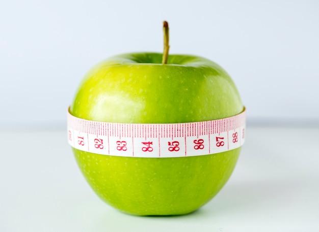 Primer plano de la dieta saludable y el concepto de pérdida de peso