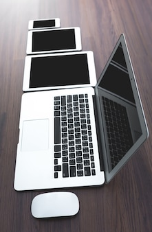 Primer plano de diferentes dispositivos digitales