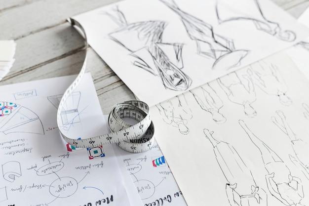 Primer plano de diseños de tela esbozada
