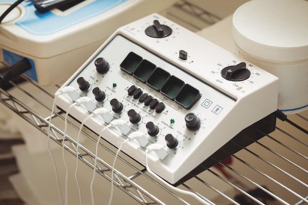 Primer plano del dispositivo de electroestimulación