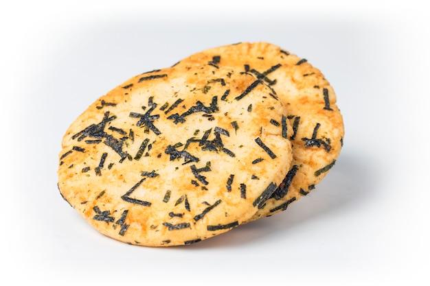 Primer plano de dos panes crujientes