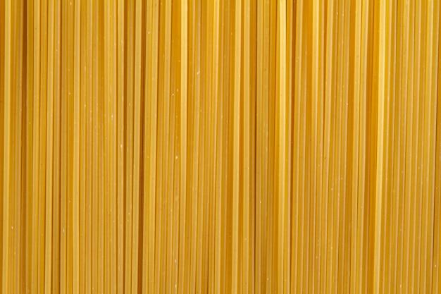 Primer plano de espaguetis sin cocinar