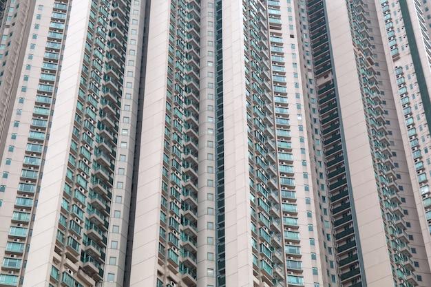 Primer plano de fachada de edificio residencial moderno