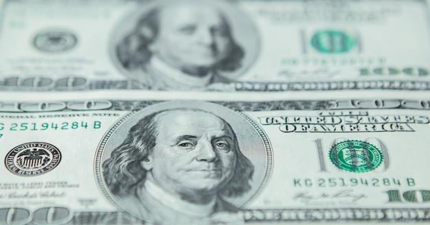Primer plano de fondo colorido dinero. detalles de billetes de billetes de moneda nacional estadounidense. símbolo de riqueza y prosperidad. concepto de efectivo, negocios y finanzas