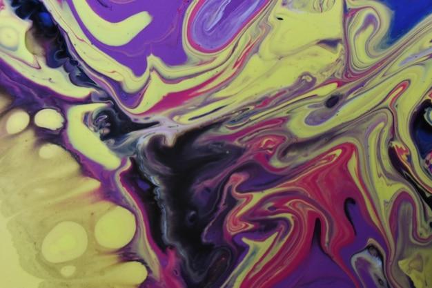 Primer plano de un fondo creativo con ondas coloridas pintadas de acrílico abstracto