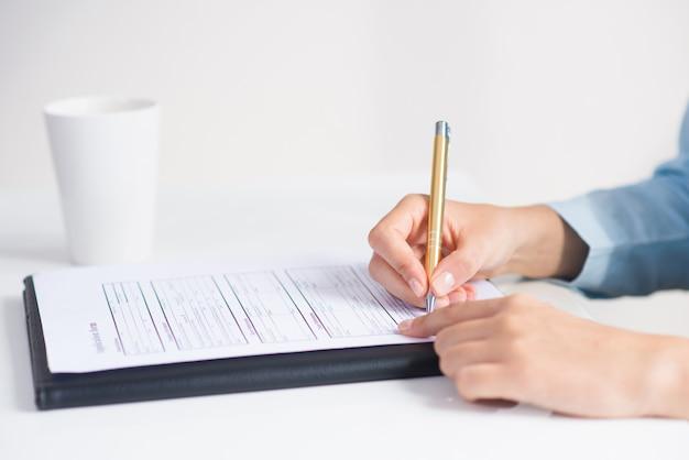 Primer plano del formulario de solicitud de firma de candidato