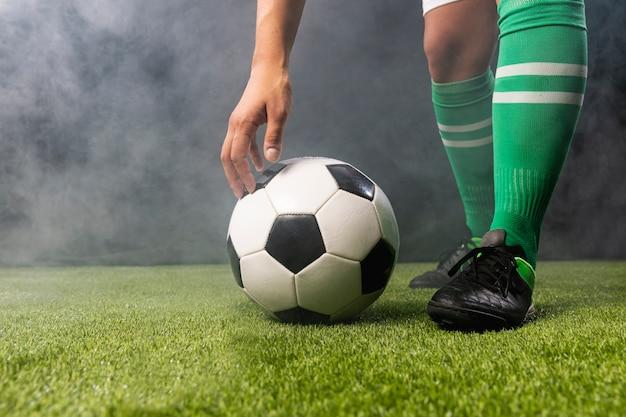 Primer plano de fútbol con balones de fútbol
