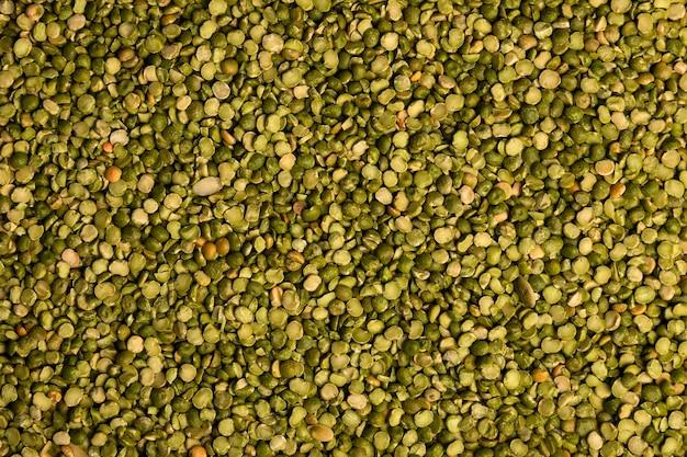 Primer plano de granos de lentejas verdes crudas. concepto de comida saludable fondo de lentejas