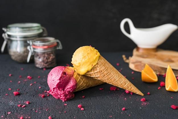Primer plano de helado en la mesa