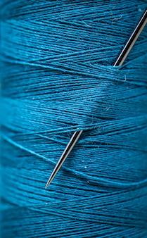 Primer plano de hilos de coser