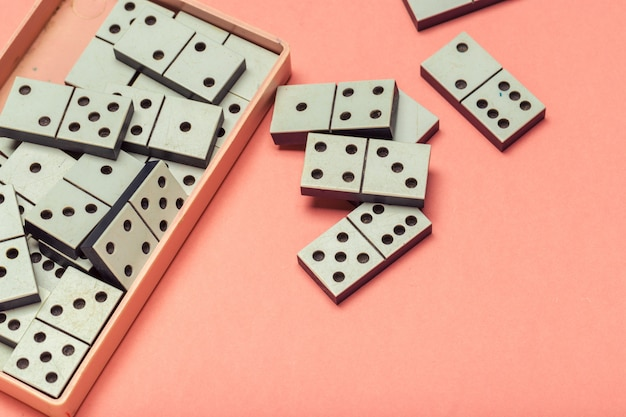 Primer plano del juego de dominó