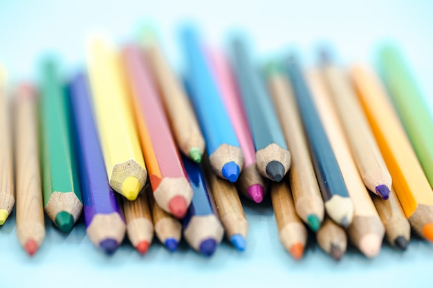 Primer plano de lápices de colores