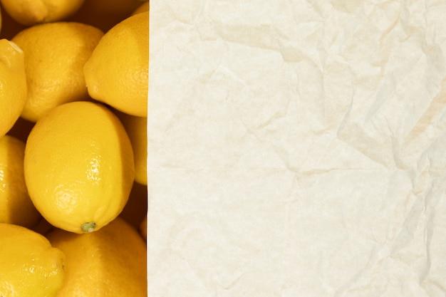 Primer plano de limones crudos con espacio de copia