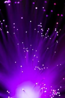 Primer plano de luces de fibra óptica púrpura