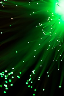 Primer plano de luz de fibra óptica en verde