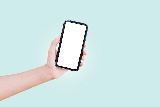 Primer plano, de, macho, mano, tenencia, smartphone, con, pantalla blanca