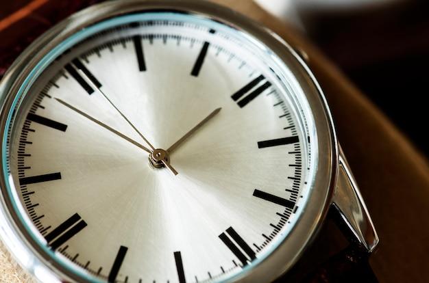 Primer plano macro de un reloj