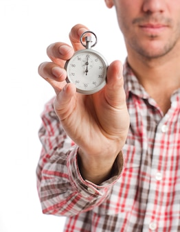 Primer plano de mano de un ejecutivo con un cronómetro