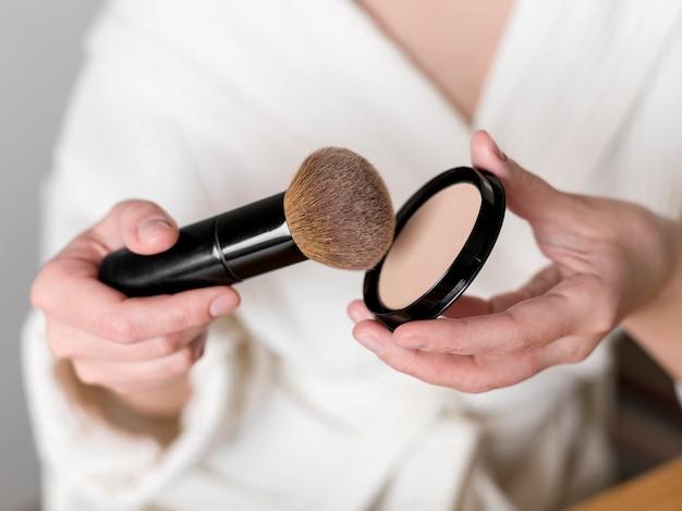 Primer plano de maquillaje en polvo